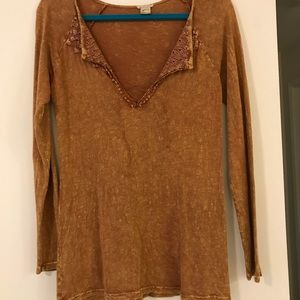 Tops - Gimmicks lace up top